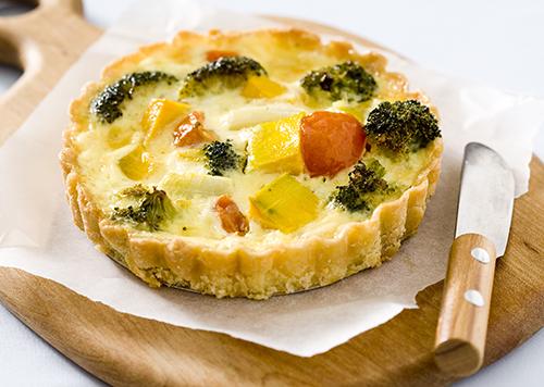 Mini-tarta z warzywami i serem Edamskim